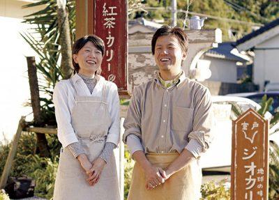 「カレーにはこだわりたかったんですよ」と言う山下裕さんと真理子さん。コンサートなどもやっている。「文化の発信地にしたいんです」